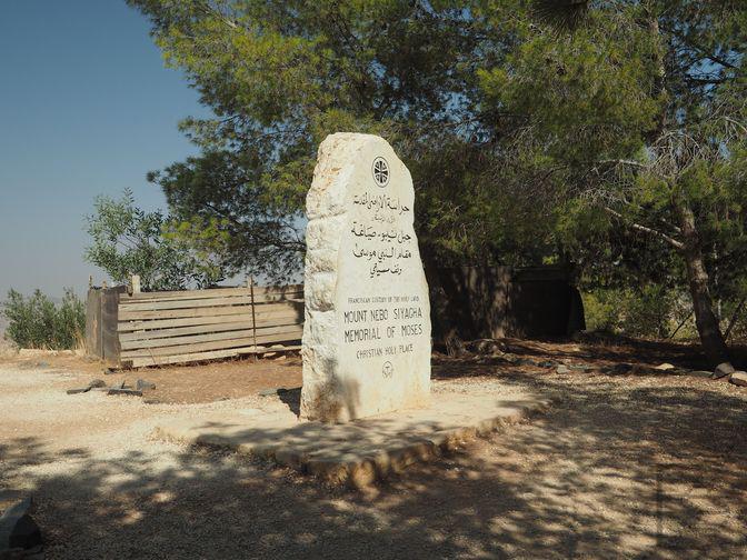 Góra Nebo - monument upamiętniający Mojżesza