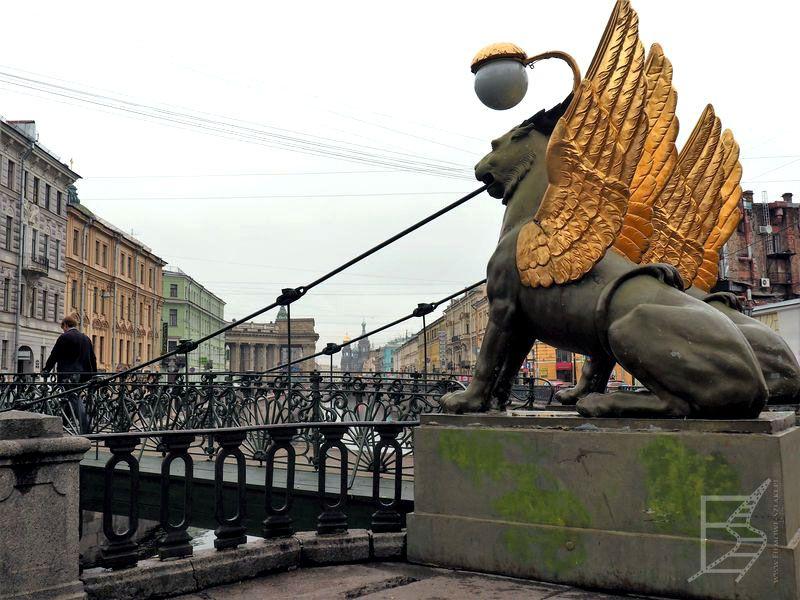 Most z gryfami
