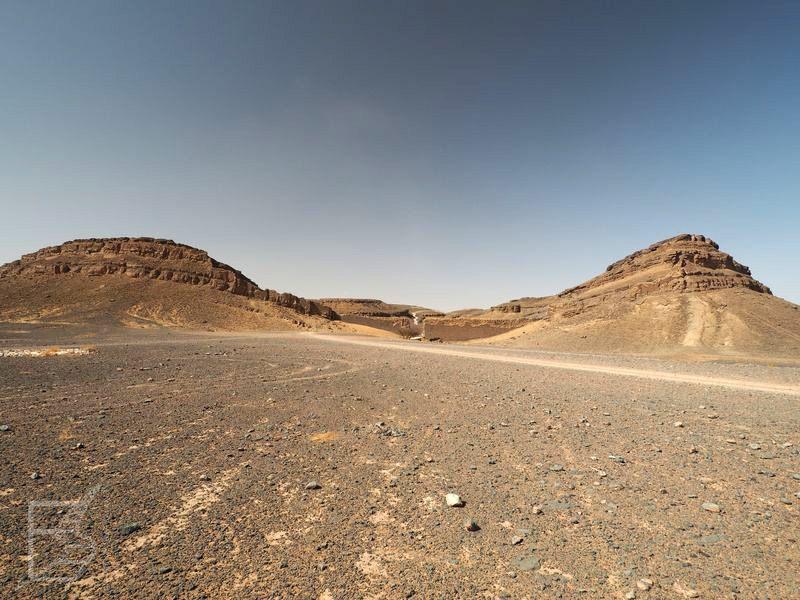 Krater widoczny w Bondzie