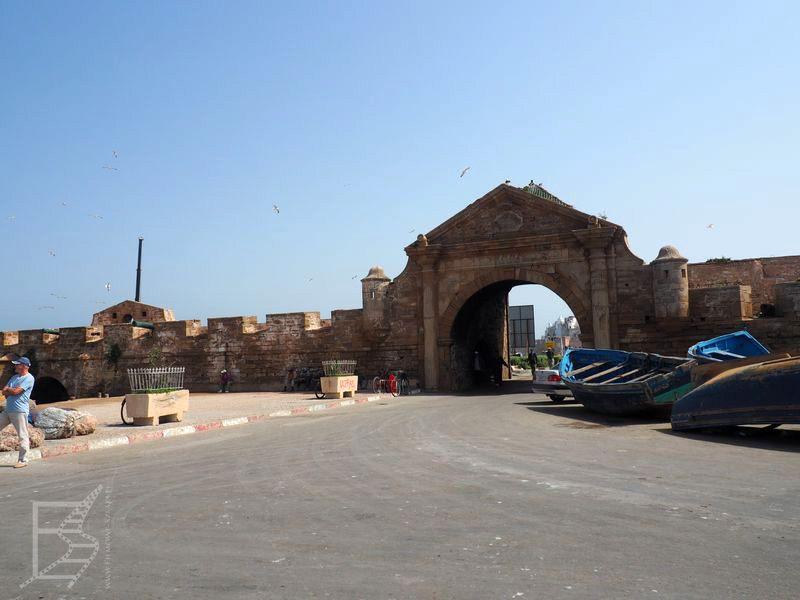 Brama między targiem a medyną (Essouira)