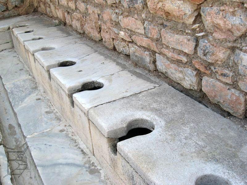 Tak wyglądała toaleta w Efezie
