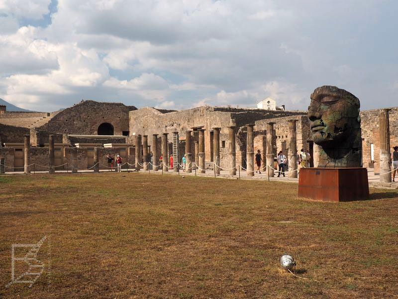 Instalacja artystyczna w Pompejach