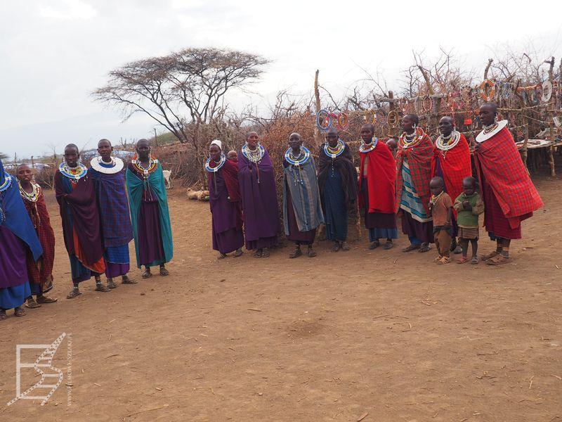 Masajowie w tradycyjnych strojach