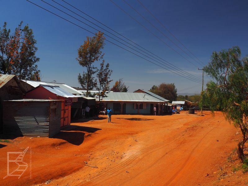 Nieturystyczna wioska Masajów