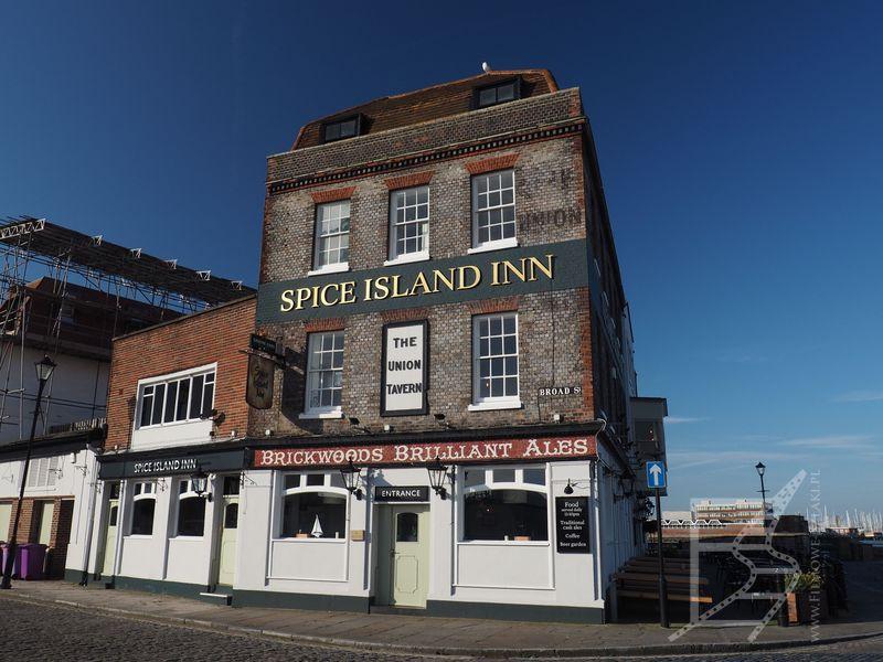 Zabytkowy budynek (Portsmouth)