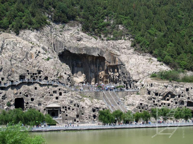 Groty Longmen (lub groty 10 tysięcy Buddów)