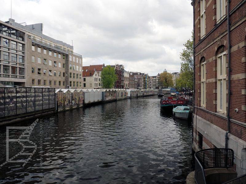 Pływający targ od strony kanałów