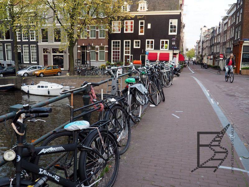 Kanały i rowery, typowy krajobraz Amsterdamu