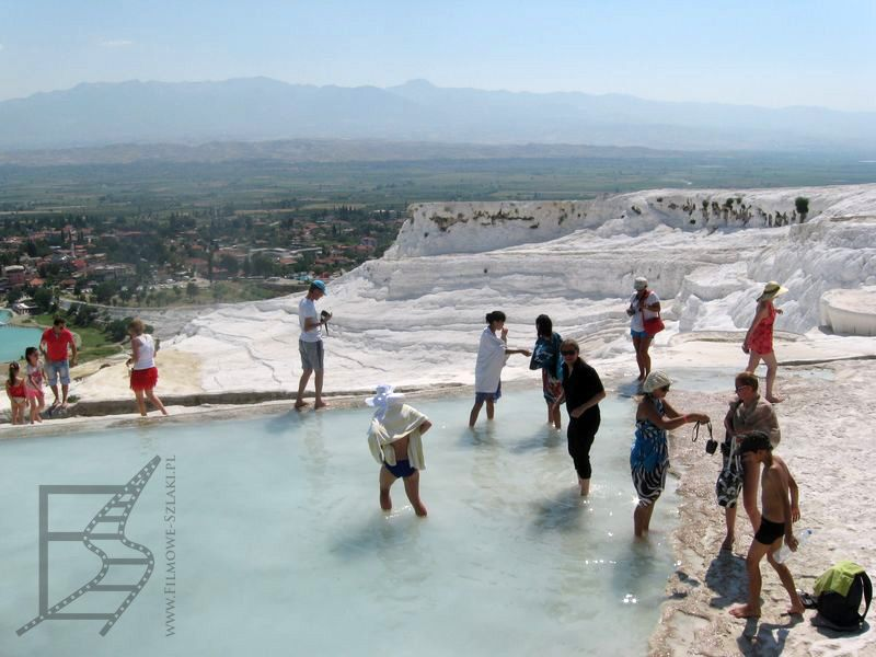 Tarasy przyciągają turystów (Pamukkale)