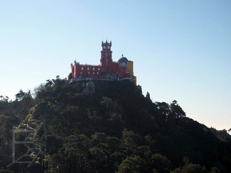 Pałac Pena widoczny z zamku Maurów