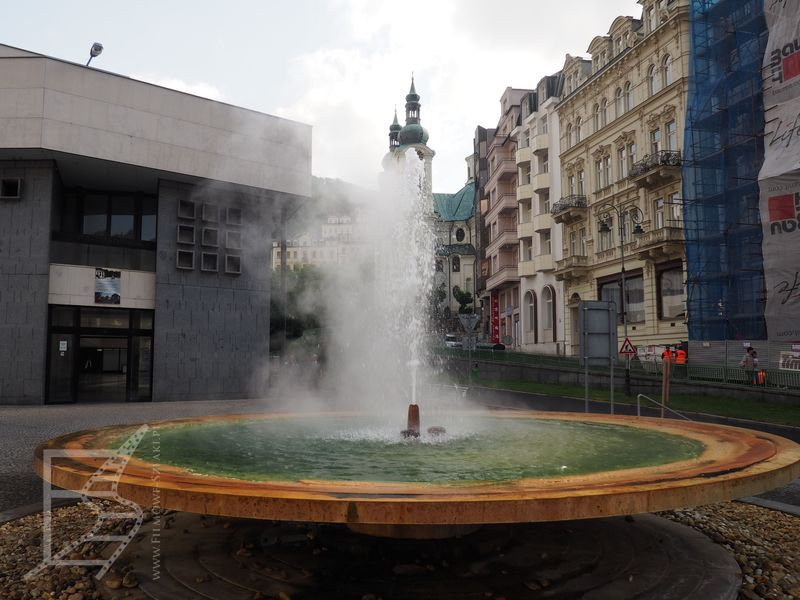 Gorące źródło i naturalna fontanna