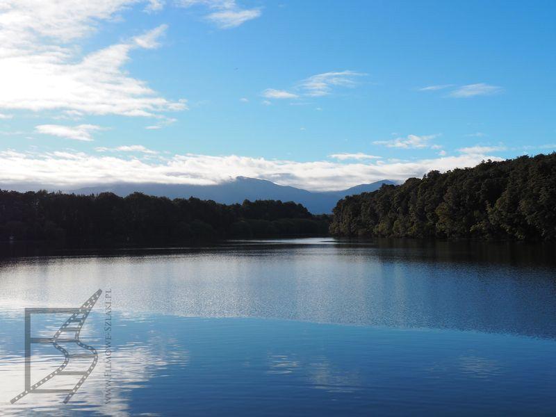 W drodze do Doubtful Sound (jezioro Manapouri)