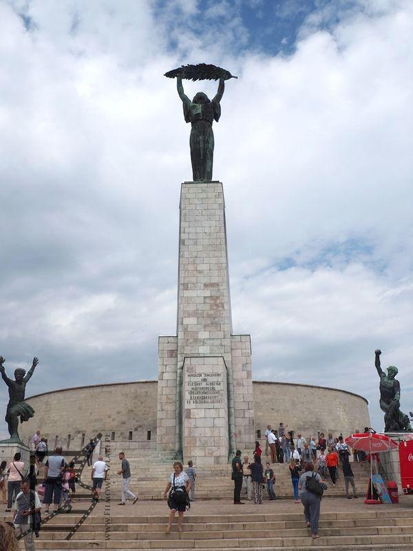 Pomnik wolności na wzgórzu Gellerta