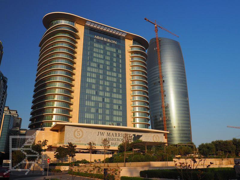 Marriott - nowoczesny szklany dom