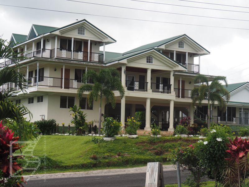 Bogatsze domy, daleko od wybrzeża