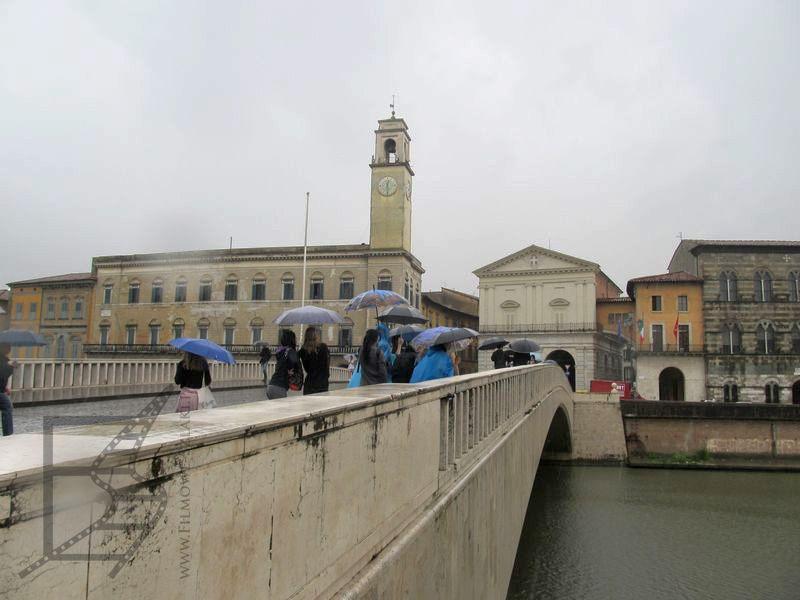 Most nad rzeką Arno w Pizie