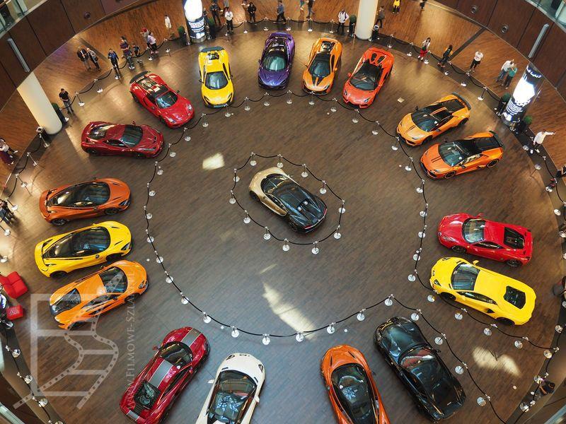 Wystawa samochodów w Dubai Mall