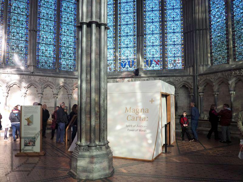 Magna Carta - schowana przed światłem i aparatami