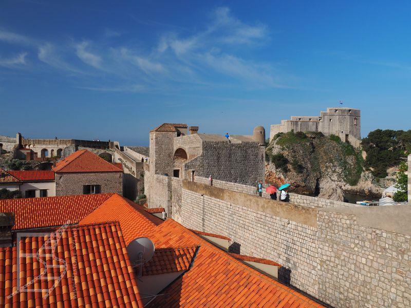 Dubrownik - dachy i mur