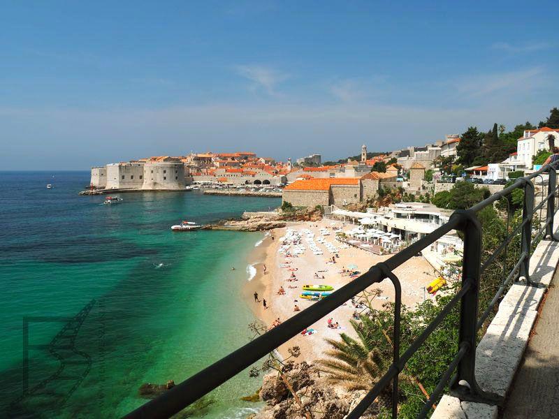 Widok z hotelu Exelcior na plaże Banje