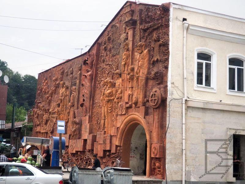 Ciekawy budynek w centrum Kutaisi