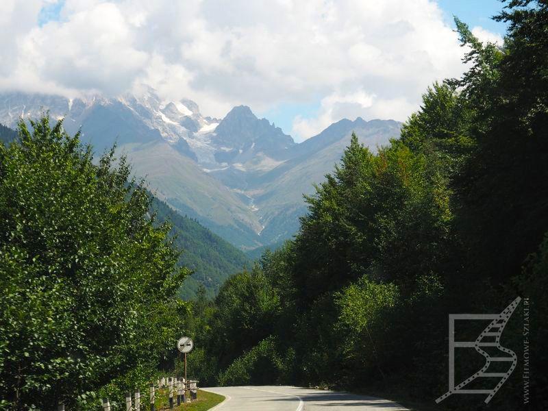 Mestia - dojazd i widok na góry