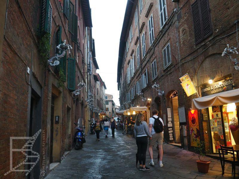 Piękne, średniowieczne uliczki Sieny