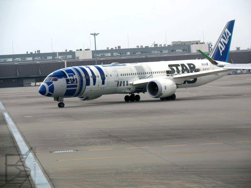 Samolot linii ANA malowany w R2-D2