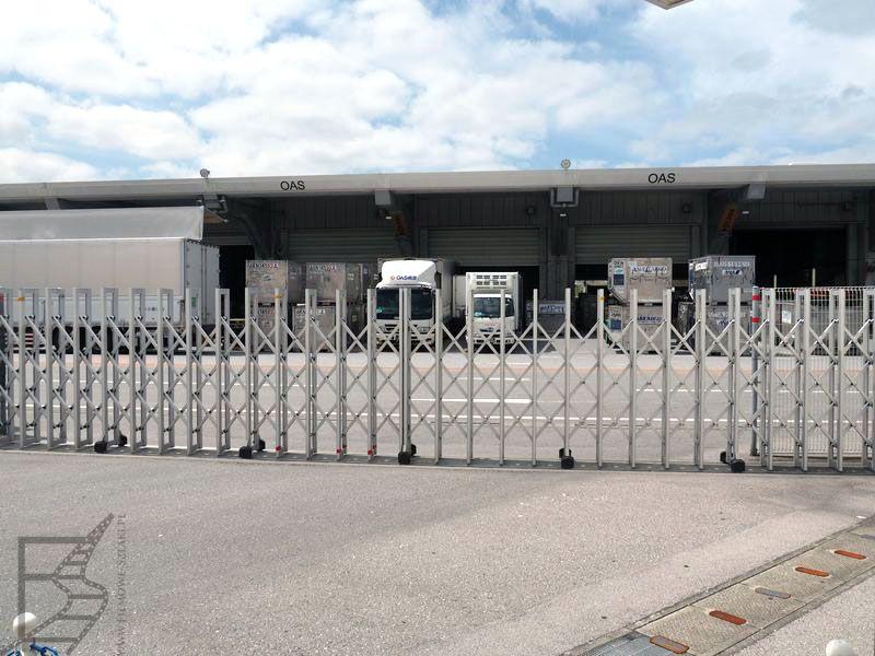 Magazyny obok terminala lowcostwoego w Naha