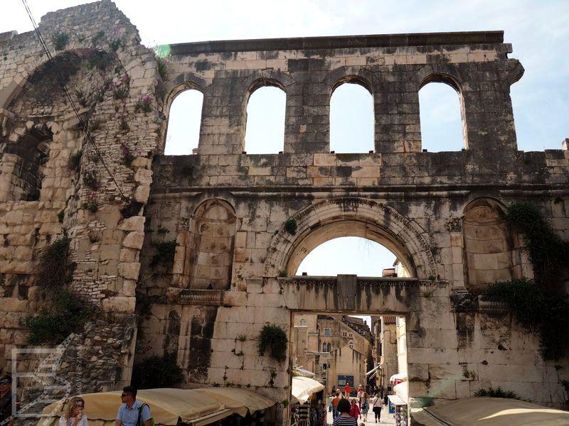 Mury pałacu Dioklecjana