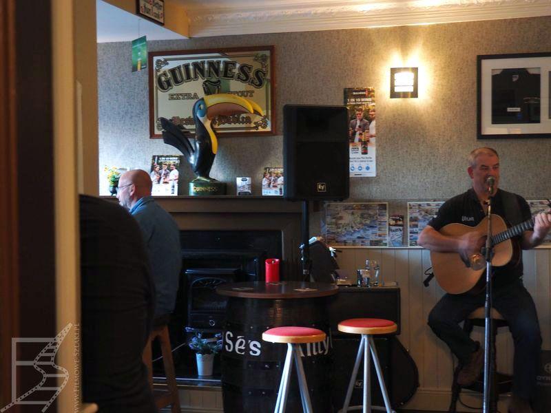Pub irlandzki i muzyka na żywo