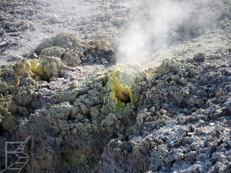 Dym i ślady siarki (nosem też się ją czuje)