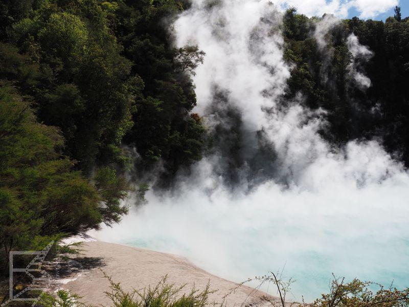 Parująca jezioro w Waimangu