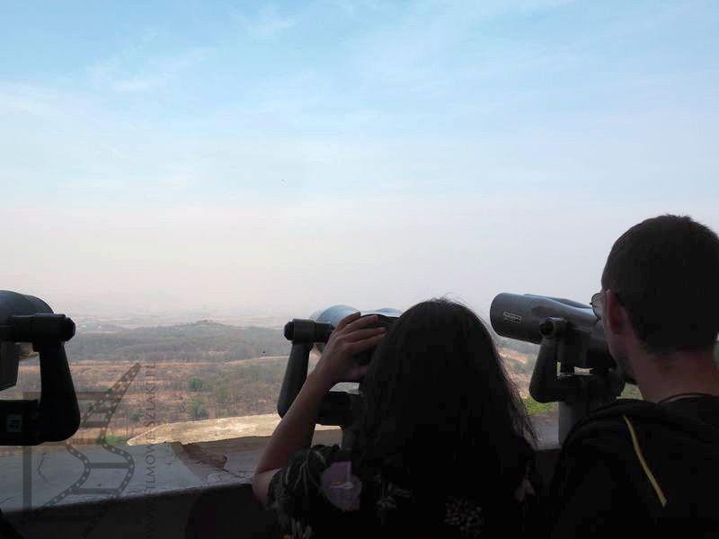 Ludzie spoglądający na Koreę Północną