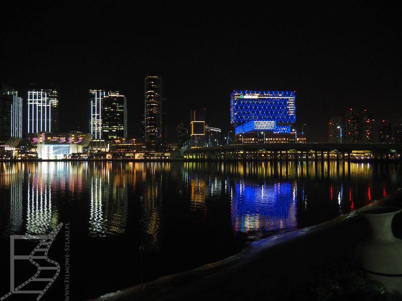 Wieżowce Abu Dhabi nocą