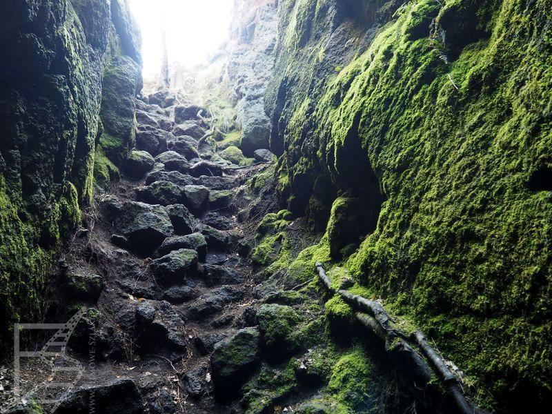 Jaskinie z zastygłej lawy