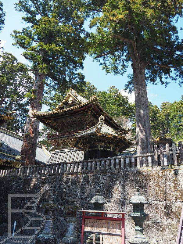 Tōshō-gū i lampy toro