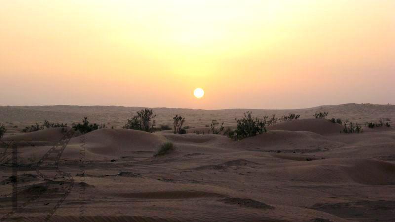 Zachód słońca nad ergiem w Tunezji