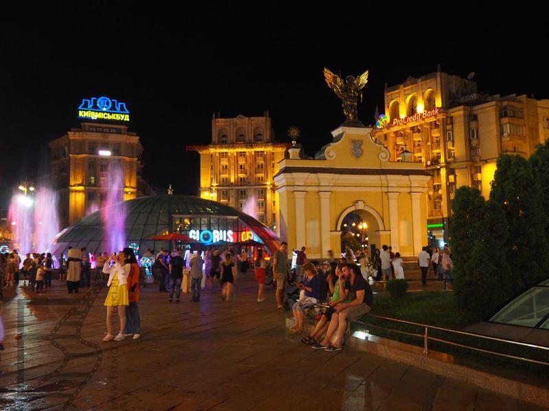 Majdan nocą