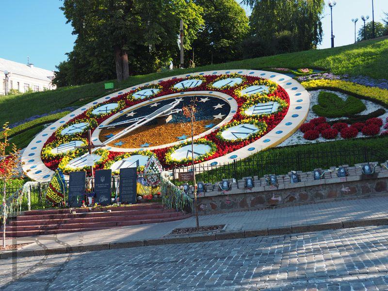 Największy na świecie zegar z kwiatów
