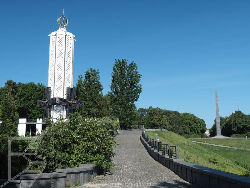 """Narodowe Muzeum """"Pamięć ofiar Wielkiego Głodu"""" i monument"""