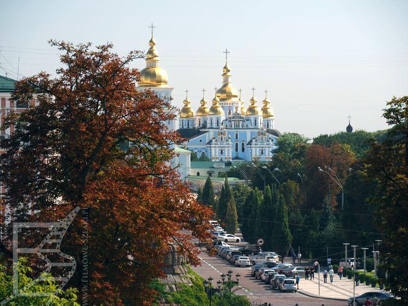 Widok na monastyr św. Michała Archanioła z Soboru Sofijskiego