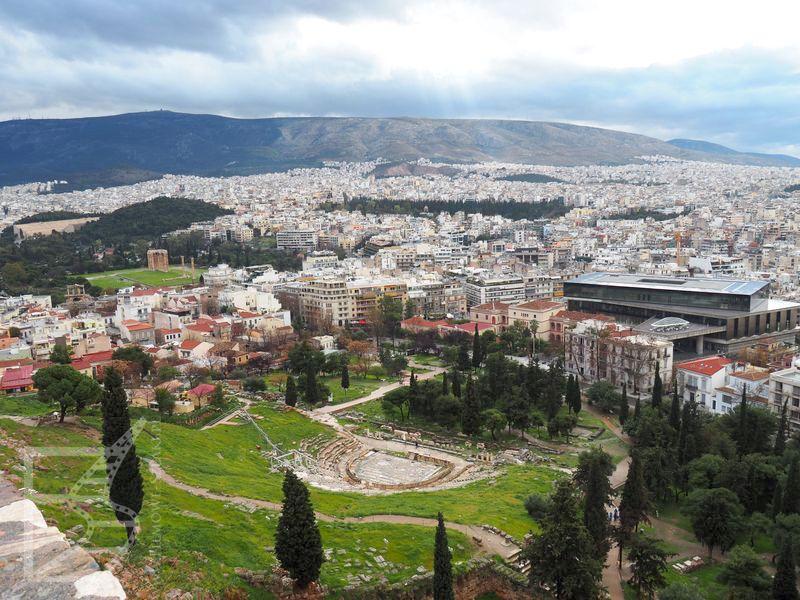 Teatr Dionizosa w Atenach widziany z Akropolu