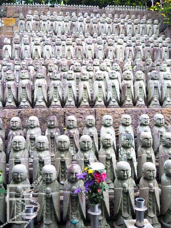 Figurki Jizō upamiętniające dzieci w Hasa-dera