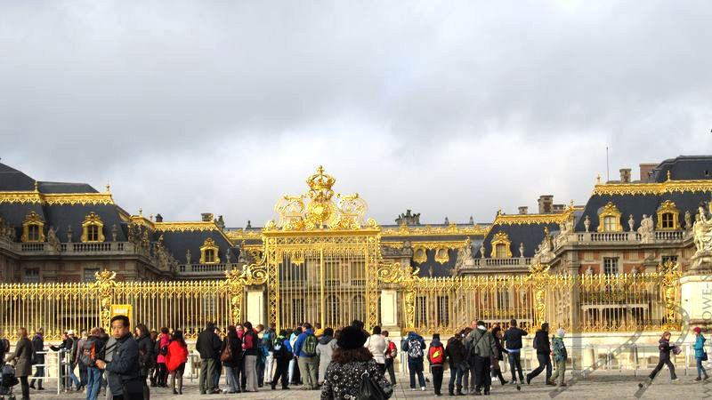 Brama pałacu weralskiego