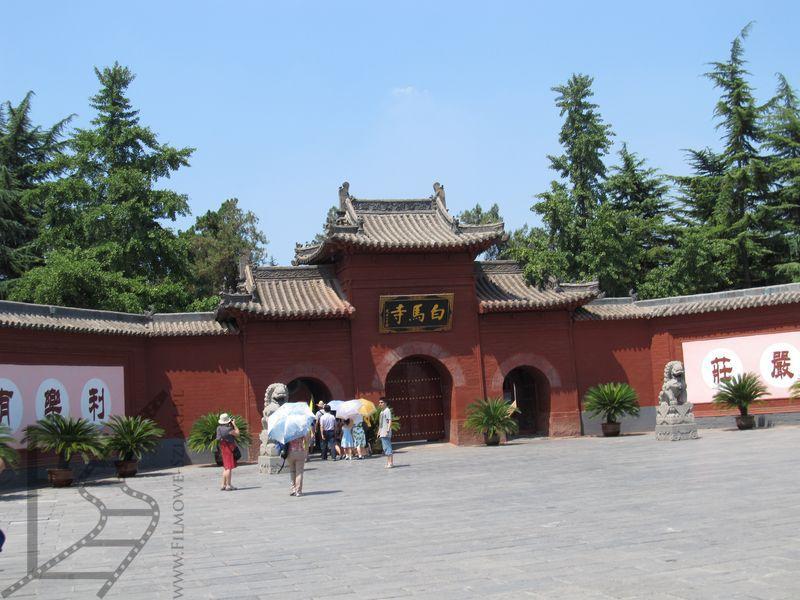 Wejście do świątyni Białego Konia
