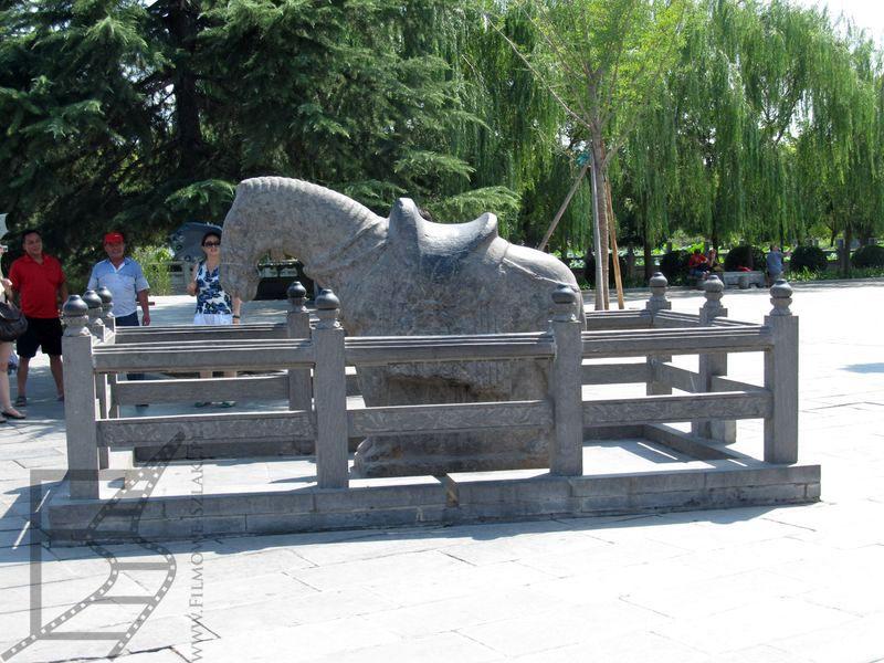 Rzeźba legendarnego białego konia w Luoyangu