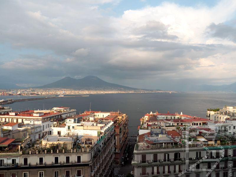 Widok na Wezuwiusz i zatokę neapolitańską