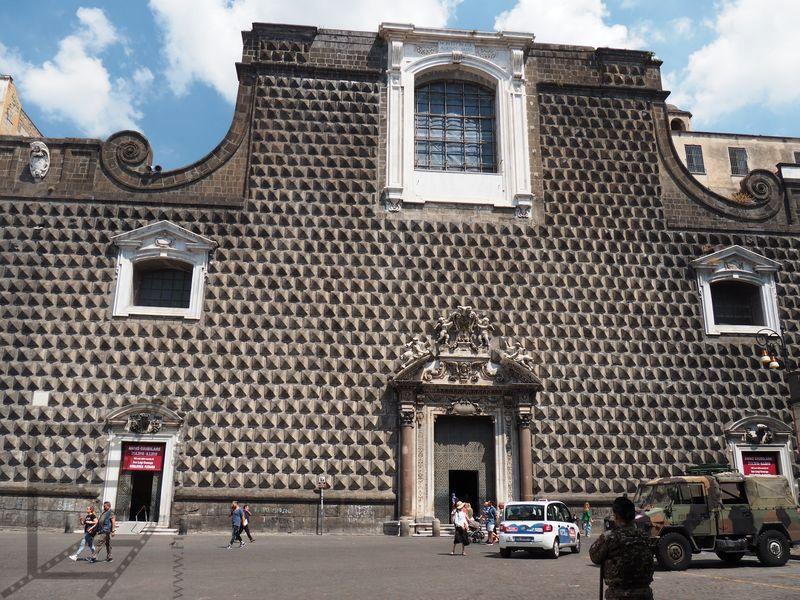 Fasada kościoła Chiesa di Gesù Redentore e San Ludovico d'Angiò