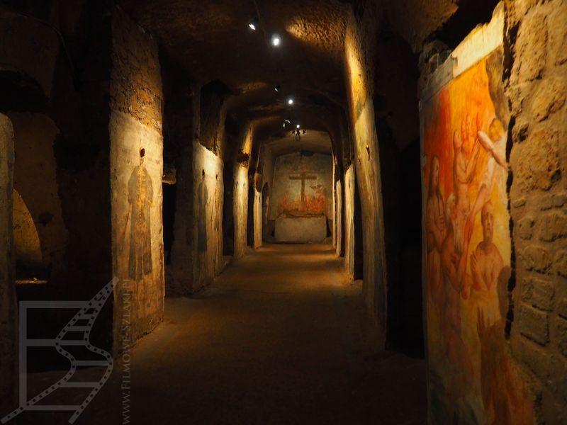 Katakumby w San Gaudiso i domalowywanie ciał do czasek